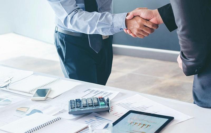 Доверительный управляющий действует от лица клиента на основании выданной доверенности