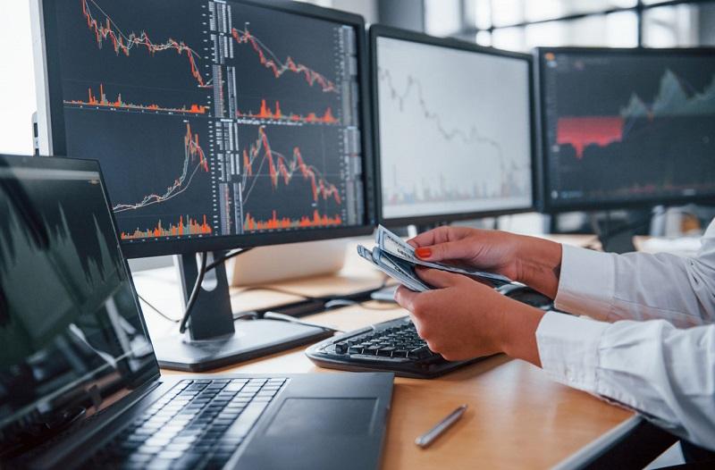 Трейдинг простыми словами — это спекулятивные операции в рамках биржи